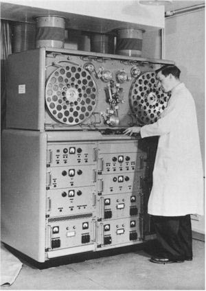 ampex vtr organization essay Ampex created some of the earliest videotape recorders (vtrs) after several   large organizations, like broadcast networks and the military  this essay for  smpte discusses the history of videotape editing up to the late.